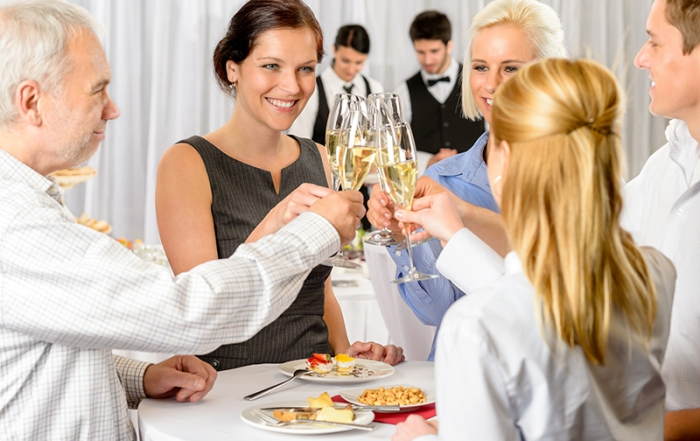 bigstock-Business-partners-toast-champa-33213467 klein