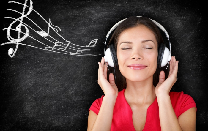 bigstock-Music--woman-wearing-headphon-48690104 (Andere) (2)
